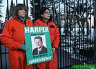Greenpeaceactivistschainedt